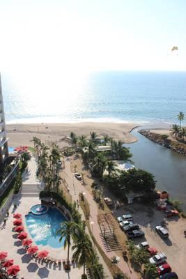 Spectacular view of the pool and ocean from floor 12th
