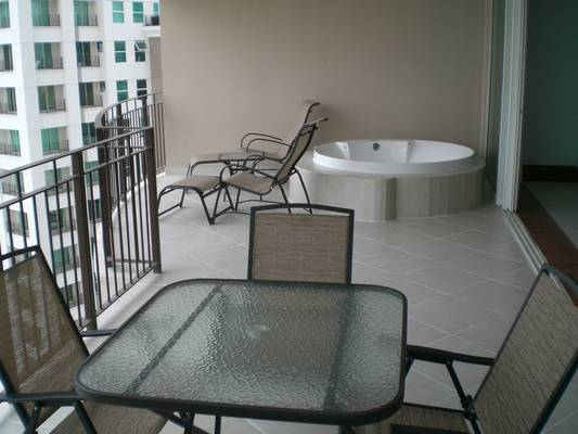 Beautiful terrace with a private jacuzzi!