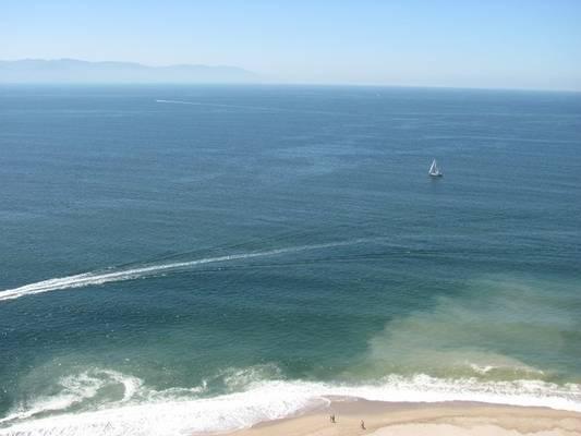 Beautiful ocean view from your 3 bedroom condo on floor 25th