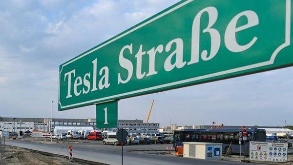 """""""Peinlich"""", """"Alarmsignal"""": Drohende Verzögerung für Tesla-Fabrik befeuert Debatte um Genehmigungsverfahren"""