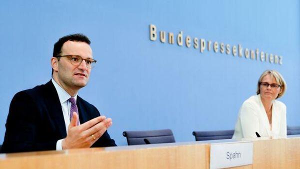 """Corona-News: Bayern und Baden-Württemberg wollen Impfpriorisierung ab Montag in Hausarztpraxen wohl komplett aufheben – Spahn: """"Entweder man wird geimpft, oder man wird infiziert"""""""