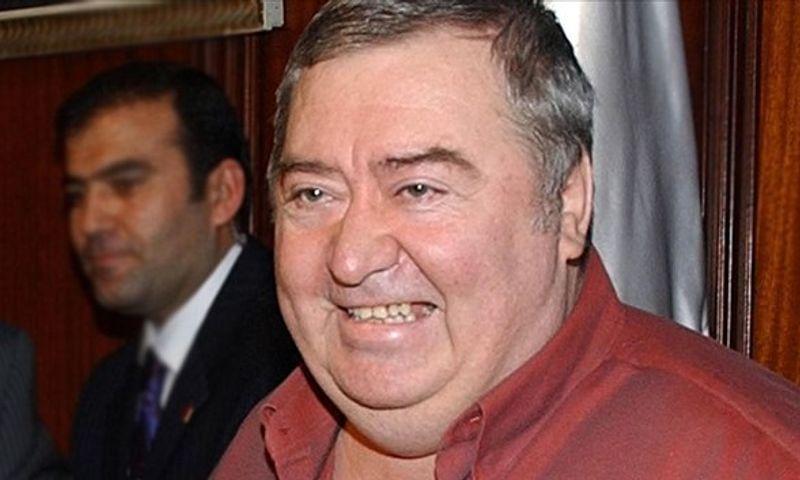 Komiser Enright'ın sesi oyuncu Osman Gidişoğlu anılıyor