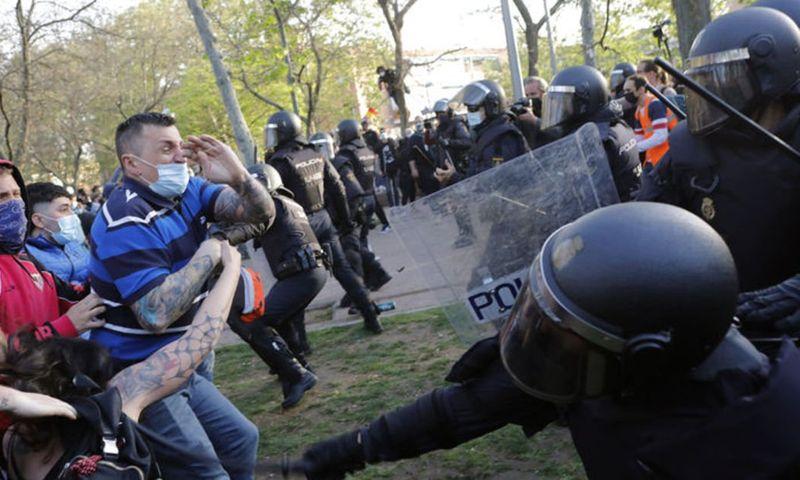 İspanya'da aşırı sol ve sağ grupları arasında arbede