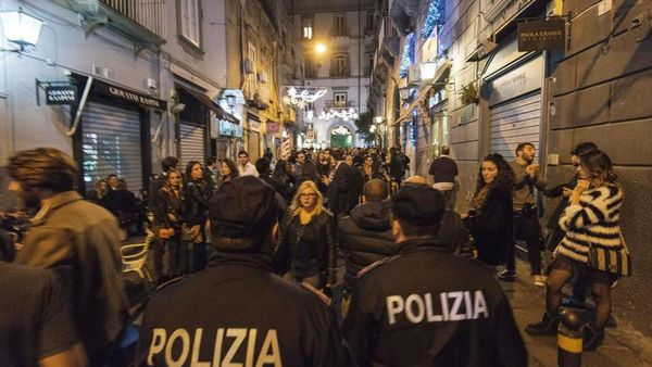 Covid, controlli a Napoli nelle vie della movida: 104 multe e tre locali chiusi - Ildenaro.it