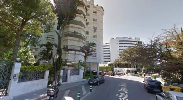 Marbella precipita dal balcone dell hotel uomo seduto terrazza morti entrambi