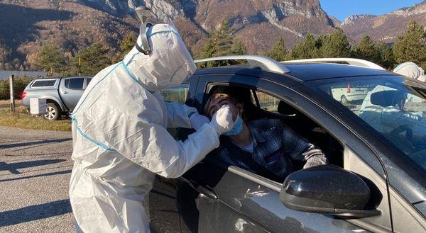 Coronavirus in Fvg, il tasso di contagio scende al 4,2%: 208 casi e 12 morti. Ricoveri stabili