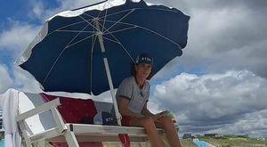 Colpito da un fulmine in spiaggia, bagnino muore a 19 anni