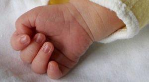 Pugnalato bimbo di due mesi poco prima del battesimo. L'urlo di dolore del padre. «Doveva essere una festa...»