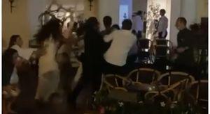 Capri, rissa davanti al Quisisana: volano sedie e pugni tra giovani (anche ragazze). Il Comune: «Infangata l'immagine dell'isola» Video