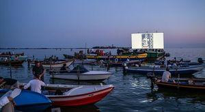 Atlantide, quando la città nell'acqua è vista dai barchini, i