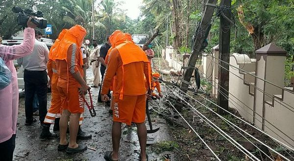 India, per il ciclone Tauktae almeno otto morti e 150 mila evacuati. È il più violento degli ultimi 30 anni