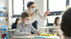 Vaccino agli insegnanti, obbligo su base regionale. Mascherina in classe