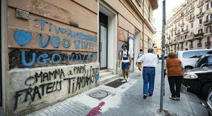 Napoli, murales di Ugo Russo: l'ultima sfida tra ricorsi e nuovi graffiti