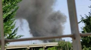 Incendio nell'ex campo rom sulla circumvallazione esterna: una colonna di fumo nero sovrasta Napoli nord