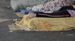 Piazza Garibaldi tra la miseria dei clochard e l'insicurezza per i cittadini: «Non possiamo più accettare questa situazione»