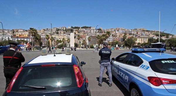 Napoli, controlli sul lungomare norme anti-Covid violate, multe a 37 persone