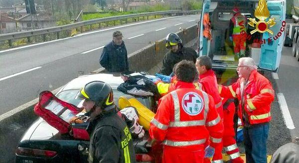 Incidente sul raccordo Avellino-Salerno: morto motociclista, traffico in tilt