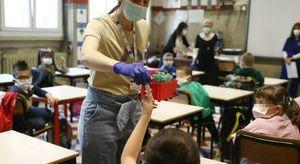 Covid in Campania, test salivari per gli studenti: coinvolti 60mila ragazzi in 250 scuole