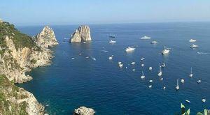 Capri, i pirati del mare: tagliata la rete delle boe a protezione della baia di Marina Piccola