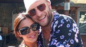 Clementino a Ischia con la fidanzata Martina: «È il momento di mettere su famiglia»