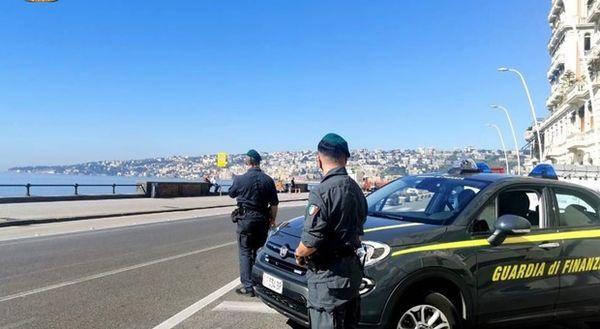 Covid a Napoli, controlli sul lungomare 162 sanzioni per violazione delle norme