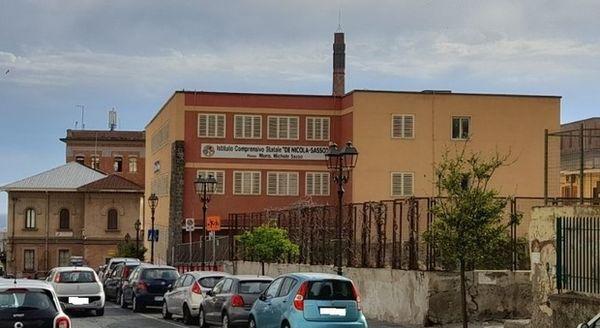 Covid, due alunni positivi: istituto comprensivo chiuso per sanificazione a Torre del Greco