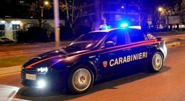 Anniversario di nozze con il neomelodico: arrivano i carabinieri, 16 multe a Napoli
