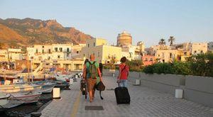 Ischia, maxi intossicazione alimentare: 25 ricoverati, altri turisti con sintomi