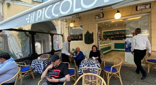 Capri: Ferlaino in vacanza al Quisisana, apericena in Piazzetta
