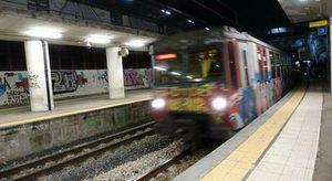Circumvesuviana, stop alla circolazione dei treni: fiamme vicino alla stazione di Santa Maria del Pozzo