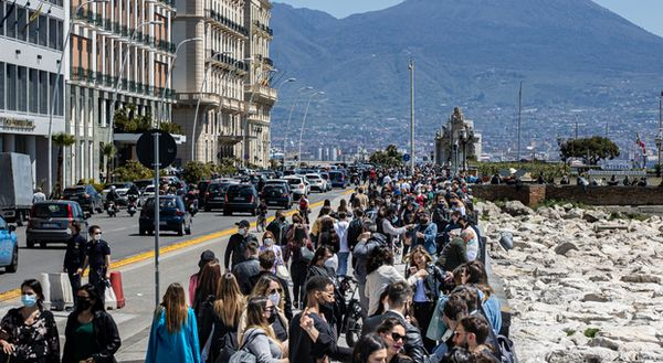 Covid Campania, il pasticcio dei dati: non cancellati 56mila ex positivi