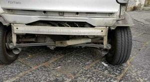 Napoli, tenta di rubare la marmitta di un'auto ai Ponti Rossi: arrestato 39enne
