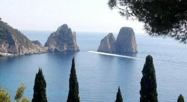 Isole, dove prenotare? Grecia avanti, ma da Capri all'Elba e Ponza le vaccinazioni corrono