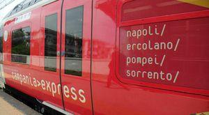 Circumvesuviana, aggressione sul Campania Express: uomo sputa contro la capotreno