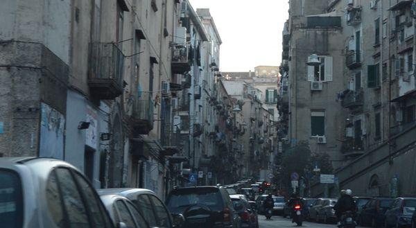 Napoli, è allarme sicurezza a Materdei: «Abbiamo bisogno di tutti quelli che hanno telecamere in strada»