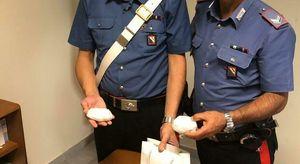 Somma Vesuviana, trovato con 8 dosi di cocaina mentre ruba kit ripara pneumatici: arrestato due volte