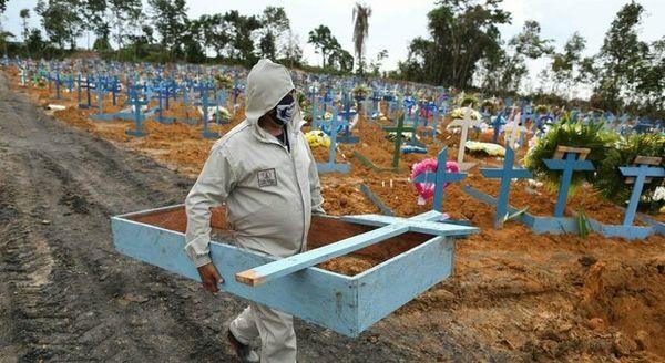Covid in Brasile, record di morti a San Paolo. Bolsonaro chiede un segnale al popolo: «Il paese è al limite»