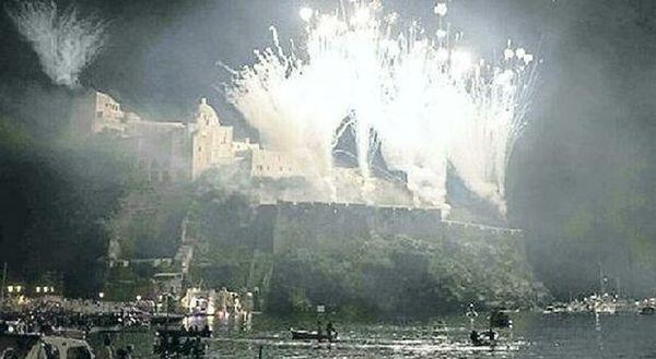 Covid a Napoli, rischio focolai e De Luca annulla la festa di Sant'Anna a Ischia