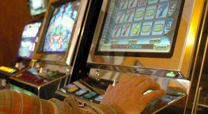 Napoli, scoperta sala giochi abusiva nel borgo Sant'Antonio Abate: denunciate 4 persone