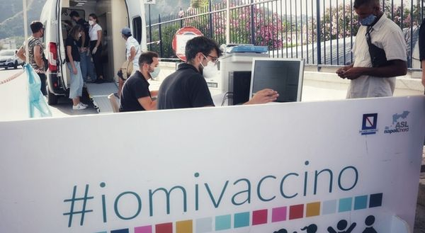 Covid in Campania, oggi 380 positivi: l'indice di contagio sale al 4,72% ma non ci sono vittime