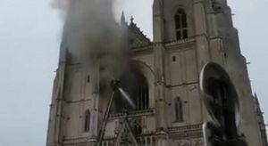 Nantes, incendio nella cattedrale gotica: distrutto l'organo monumentale