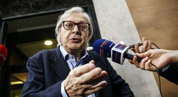 Vittorio Sgarbi, quadri falsi di de Dominicis: ora rischia il processo. «Autenticati in hotel mentre era al telefono»