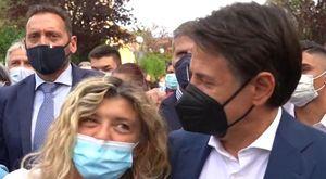Cattolica, bagno di folla per Conte: selfie e battute tra la gente