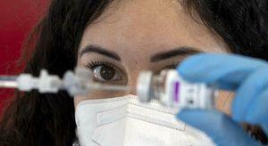 Covid, anticorpi da vaccino calano dopo poche settimane, ipotesi terzo richiamo