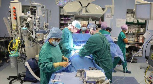 Ospedali, nuova allerta nel Lazio: «Troppi casi Covid, bloccati gli interventi»