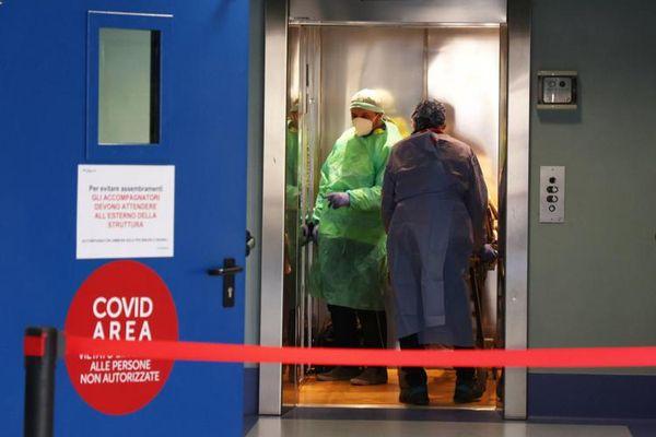 Covid in Italia, oggi 17.083 contagi e 343 morti