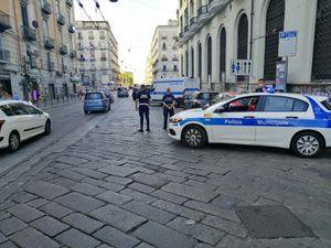 Piazza Garibaldi, cellulari e sicurezza stradale: controlli a tappeto della municipale