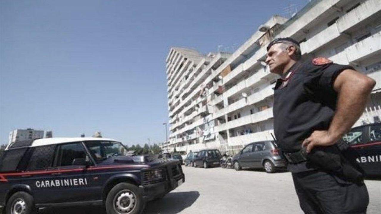 Scampia soldi tasca droga nelle aiuole arrestati 2 pusher
