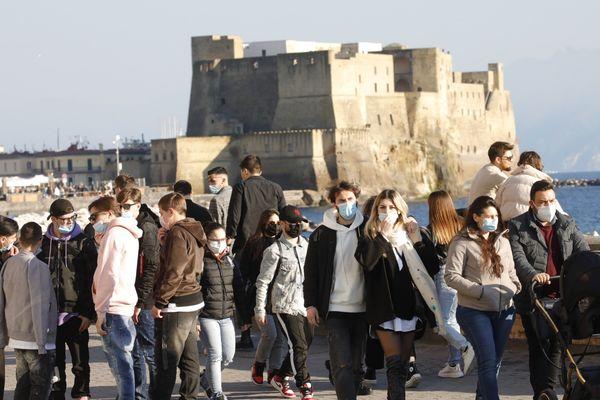 Coronavirus in Campania, 1.854 positivi e 27 morti: non cala la curva del contagio