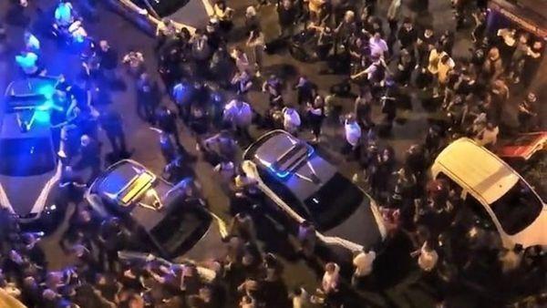 Napoli, festa in strada con neomelodico interrotta dai carabinieri